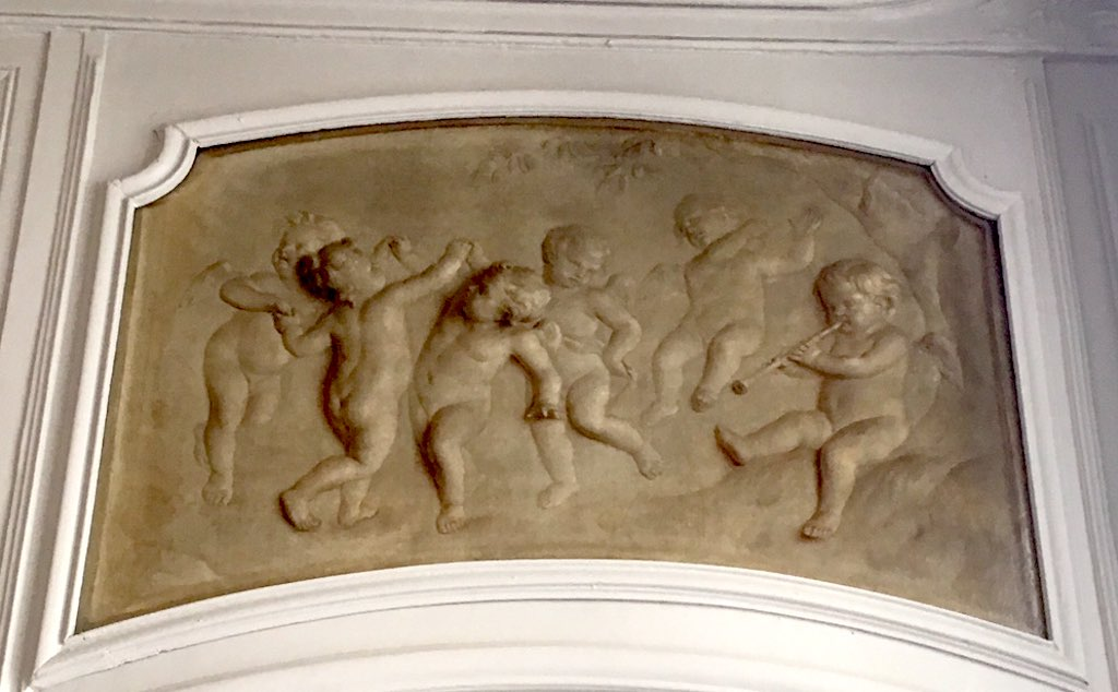 Antichambre grisaille avec putti P-A Sauvage.jpg